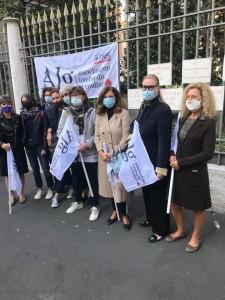 ViversanieBelli: sciopero e presidio sotto la sede del Gruppo Universo